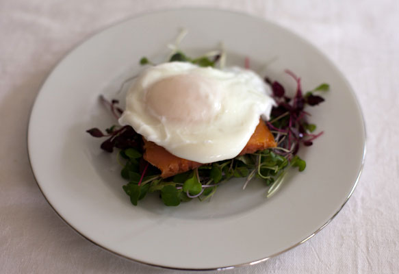 Lean Fixes – Smoked Salmon, Poached Egg and Micro Greens