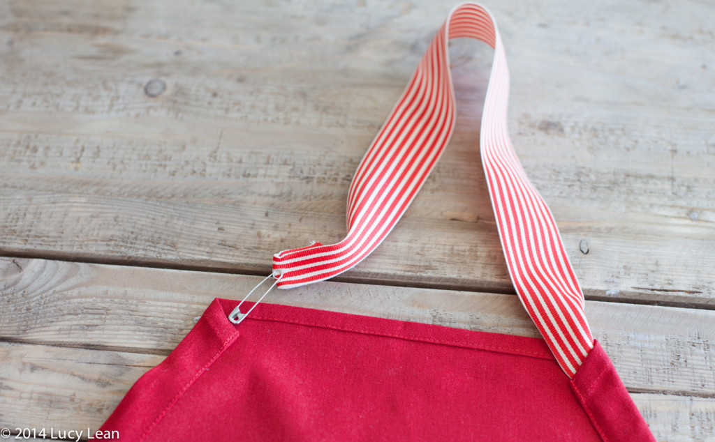 How to make an apron from a tea towel - easy sewing project