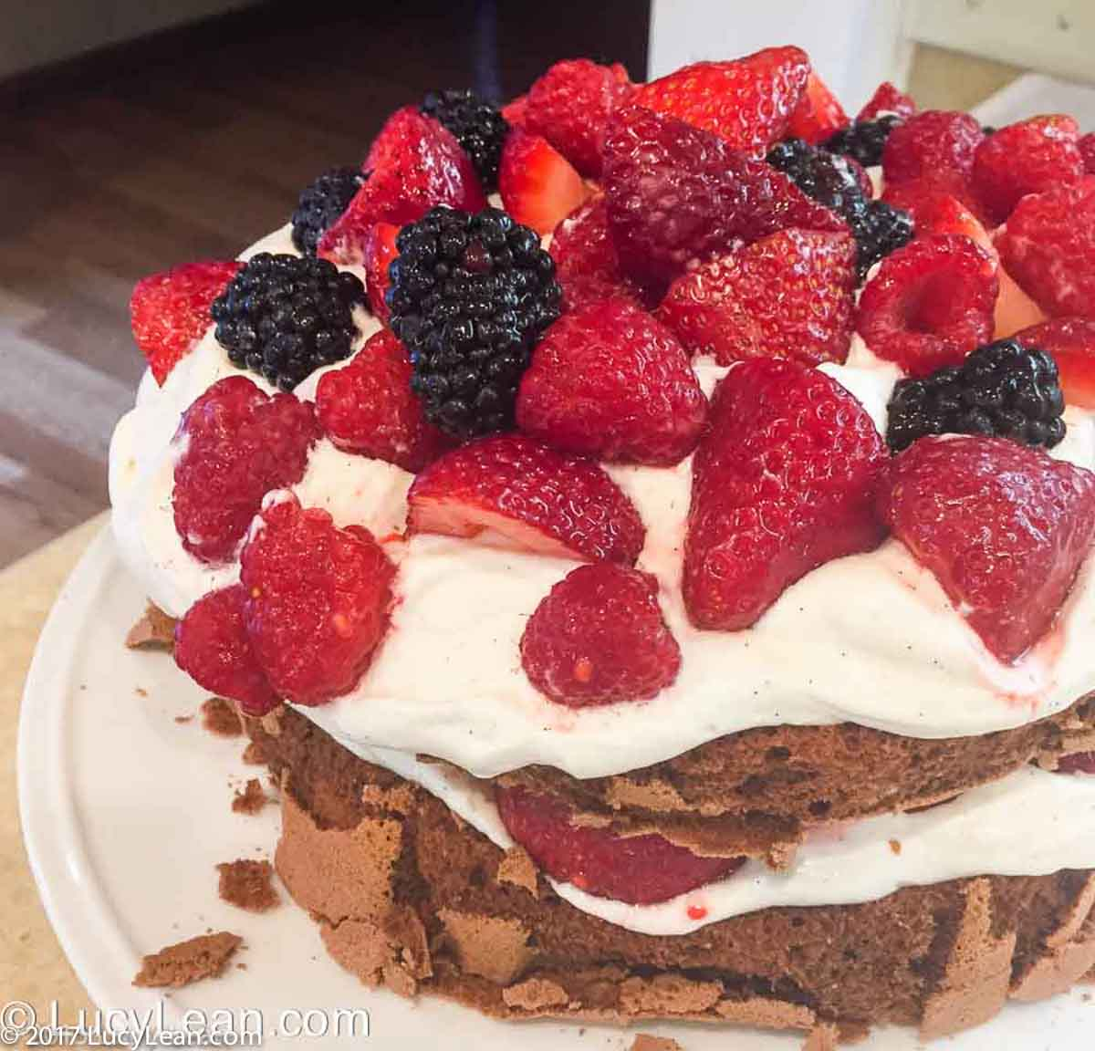 Copyright2015LucyLean-4658 Summer Berry Cake