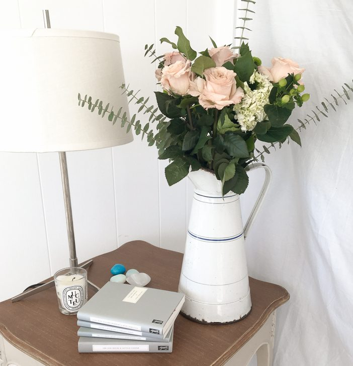 Romantic Nightstand Lucy Life Hack